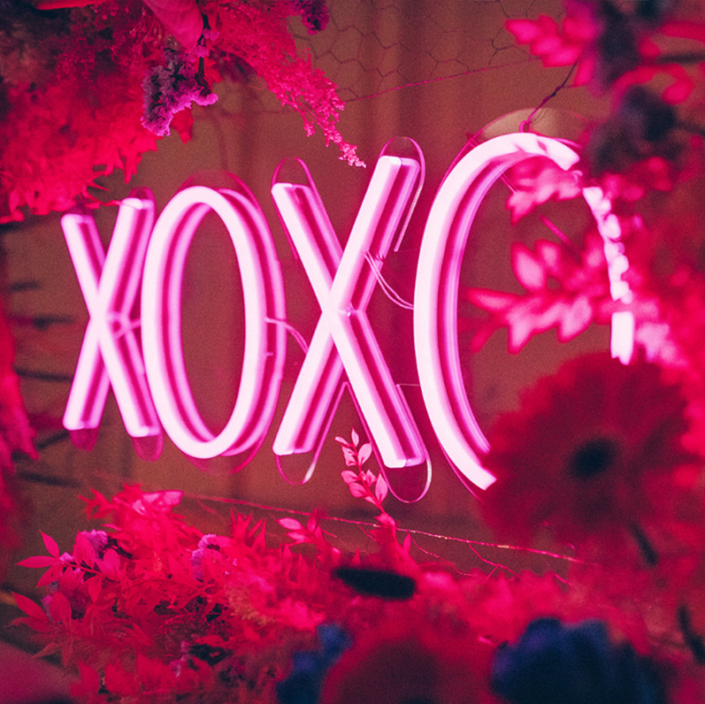neon huwelijk trouw feest