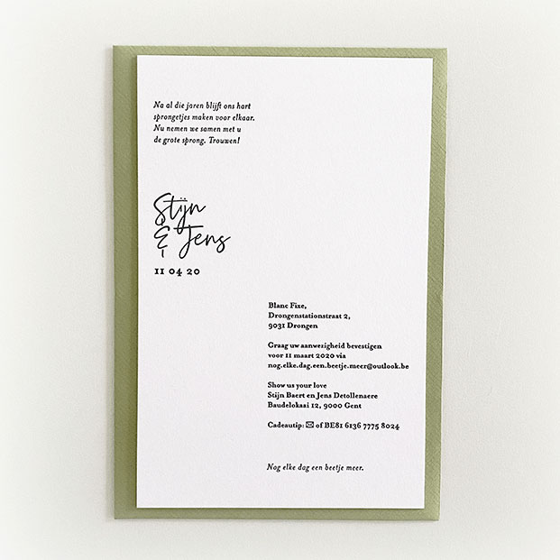 trouwuitnodiging groen letterpress